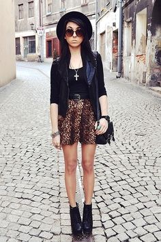 leopard skirt, the way it should be in fashion!!!  Not jersey!