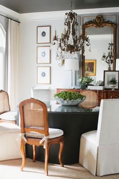 """When interior decorator Dana Wolter faced that dated style and palette in Suzie and Jim Link's Tuscaloosa home, she gave heavy the """"heave ho"""" with paler shades and brushes of color while still incorporating some of her clients' choice antiques throughout. Dining Room Design, Dining Room Table, Dining Area, Traditional Dining Rooms, Traditional Interior, World Of Interiors, Plywood Furniture, Table Furniture, Modern Furniture"""