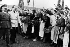 Franco y Arias Navarro, en la inauguración de Villameca, 1946 - Cortesía de Luciano Fernández