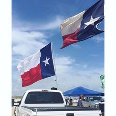If the #Texas flag is flying you know it's going to be a good day at the #beach.  #labordayinporta #laborday #portaransastex #portaransas #portaransastx #beach #fishing #surfing #Texas #MustangIsland #PadreIsland #CorpusChristi #AransasPass #Rockport #POC #cctx #iloveportA --- --- --- Follow us for more of this beach-ness. Show us what youre enjoying in #PortA by tagging us @portaransastex in your best photo/caption. --- --- --- Facebook:  http://ift.tt/1fn09JD Twitter…