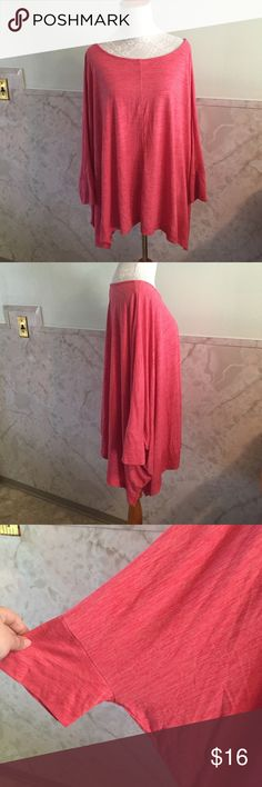 Ava & Viv Pink Batwing Sharkbite Tee 3x This is a great looking too with leggings or jeans and really comfortable. It has batwing sides and a sharkbite hemline. It's a really great style. The color is a coral type pink. And this is a 3x. Ava & Viv Tops Tees - Long Sleeve