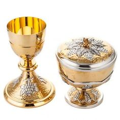 Chalice and ciborium Grapes and spikes, chiseled brass | online sales on HOLYART.co.uk