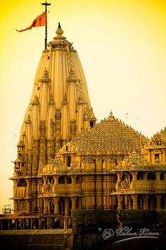 ॐ Somnath Hindu Mandir (Temple), Gujarat, India- Hinduism 卐 It was destroyed a few times but today stands tall! Indian Temple Architecture, India Architecture, Ancient Architecture, Gothic Architecture, Amazing India, Amazing Pics, Temple Indien, Hindu Mandir, Travel Photographie