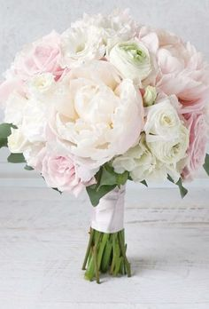 A beautiful wedding bouquet is the dream of every bride. Gorgeous roses, delicate peonies, rustic bouquets, budget green or luxury classic - choose you. Bridal Bouquet Pink, Fall Wedding Bouquets, Wedding Flower Arrangements, Bride Bouquets, Flower Bouquet Wedding, Bridesmaid Bouquet, Floral Bouquets, Bouquet Flowers, Wedding Dresses