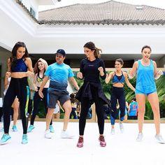 { On the dancefloor }  Que aula incrível que energia! Aula de #danceclip com o super @justneto na nossa casa @fhits! Foi demaisss!!!  Tem tudo no snap e tá de chorar de rir!  #havingfun #dancelovers #fhitsrio #refugioaluguetemporada #aluguetemporada #homeaway @aluguetemporadabrasil