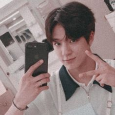 I'm in bathroom now Nct Dream Members, Nct U Members, Jeno Nct, I Have No Friends, Nct Johnny, Twitter Layouts, Nct Taeyong, Rapper, Boyfriend Material