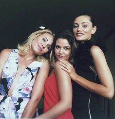 Danielle Campbell, Phoebe  Tonkin & Leah Pipes