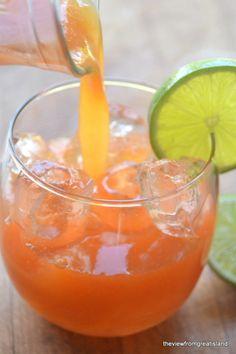 Papaya and lime Agua Fresca | The healthy way to do soda!
