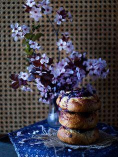Jaleo en la Cocina: Mustikkapiirakat o bollos con crema de queso y arándanos