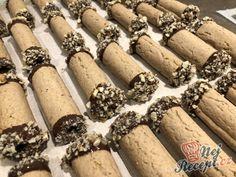 Ořechové trubičky plněné karamelovým krémem Cupcake Cakes, Cupcakes, Desert Recipes, Rolling Pin, Crepes, Christmas Cookies, Biscotti, Sweet Tooth, Food And Drink