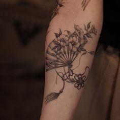Fan Tattoo, Tattoo You, Love Tattoos, Body Art Tattoos, Tattoo Themes, Delicate Tattoo, Japanese Tattoo Art, Aesthetic Tattoo, Custom Tattoo