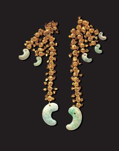 Gold Pendants The pendants were made from linked gold beads decorated with tear-shaped metal flakes. Unfortunately the beads were scattered in the tomb so they cannot be restored to their original form. Korean Accessories, Jewelry Accessories, Ancient Jewelry, Antique Jewelry, Chinoiserie, Art Pierre, Korean Art, Jade Jewelry, Gold Beads