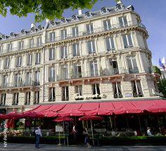 Paris, we love you!  NY-PAMILO TV zeigt Ihnen einen perfekten Tag im Mai:  http://www.ny-pamilo.tv/mediathek/10013/travel/289/Paris_ein_perfekter_Tag_in_der_Modemetropole.html