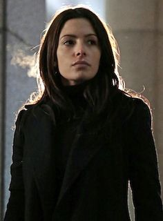 'Samantha Shaw', Agent on Person of Interest -=- Played by the Tough but Terrific Sarah Shahi, her Agressive Moves & Dry Humor, Somehow Allow her Lighter Side to Shine Through ! Sameen Shaw, Root And Shaw, Action Tv Shows, Amy Acker, John Reese, Bae, Jason Bourne, Sarah Shahi, Star Wars