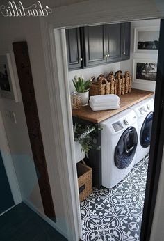 50 Excellent Laundry Room Tile Design ~ Home Design Ideas Laundry Room Tile, Laundry Room Remodel, Laundry Decor, Laundry Room Organization, Laundry Room Design, Farmhouse Laundry Rooms, Laundry Area, Organizing, Küchen Design