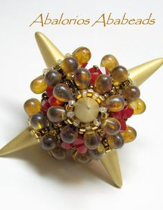 Mi bello Rizolicious diseño de Sabine Lippert. No tengo los Rizo Beads, pero los sustitui por gotas.