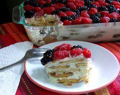 Receta super-fácil para preparar un delicioso pastel de limón que a pesar de la sencillez de los ingredientes asombra por su fresco sabor cítrico-cremoso.