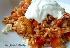 Penne im Topf: Paprika - Reispfanne mit Fetakäse