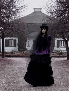 Model: Luthien Yavetil  Gothic and Amazing