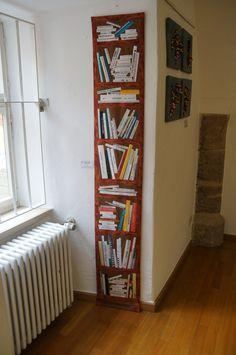 Cool bookshelf quilt. Like the narrow look.