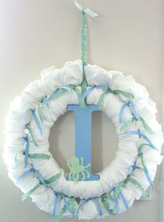 diaper wreath & other baby shower ideas/tutorials. I'm doing this for baby Carson! Baby Shower Verde, Baby Boy Shower, Baby Shower Gifts, Baby On The Way, Baby Love, Baby Door Wreaths, Baby Shower Parties, Baby Showers, Diaper Wreath