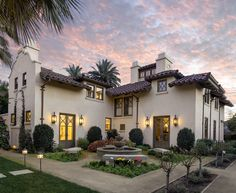 Mediterranean style Santa Barbara home gets beautifully restored - Warm Home Decor Spanish Revival Home, Spanish Style Homes, Spanish House, Spanish Colonial, Style At Home, Style Toscan, Boho Glam Home, Tuscan Style Homes, Mediterranean Style Homes
