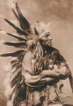 Kicking Bear was a Native American medicine man who was born Oglala Sioux, but became a sub-chief among the Minneconjou Sioux during the period known as the Sioux Wars Both the Oglala and the Minneconjou belonged to the Lakota Nation. Native American Pictures, Native American Beauty, Indian Pictures, Native American Tribes, Native American History, American Indians, American Symbols, American Women, Oglala Sioux
