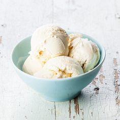 Erfahre wie Du Vanilleeis aus dem Thermomix® mit und ohne Eismaschine einfach selbst herstellen kannst. Hier gibt es das Rezept für TM31 und TM5® ❤️ Unsere Rezepte sind getestet ✅ gelingsicher ✅ für die ganze Familie ✅ mehr Rezepte gibt es im Blog