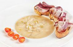 Sopa de cebolla con Jamón Receta: http://www.lacocinadealimerka.com/web/index.php/recetas/sopa-de-cebolla-con-jamon-y-pan
