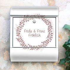 Briefkasten Blätterkranz mit Ihrem Wunschtext von banjado via dawanda.com