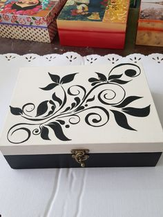 Cajas Maria bonita 7221644067, Toluca Mex. Painted Wooden Boxes, Wooden Art, Wooden Crafts, Diy And Crafts, Hand Painted, Decoupage Furniture, Decoupage Box, Animal Print Decor, Pewter Art