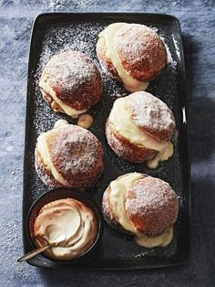 Brioche Doughnuts with Coffee Cream These incredibly light and sweet doughnuts are a must-have at any afternoon tea. Brioche Doughnuts with Coffee Cream These incredibly light and sweet doughnuts are a must-have at any afternoon tea. Just Desserts, Delicious Desserts, Dessert Recipes, Yummy Food, Tasty, Gourmet Desserts, Plated Desserts, Cake Recipes, Bread Recipes
