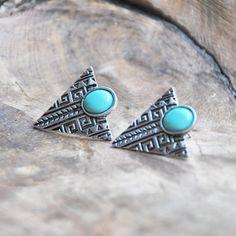 WOW, we're in love! Wat een eye-catchers! De turquoise stenen in de oorbellen zorgen ervoor dat deze oorbellen alles behalve saai zijn. €5.98