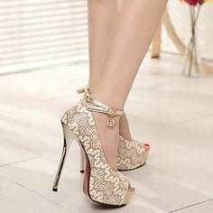 Calçados Femininos Couro Sintético Salto Agulha Peep Toe Sandálias Ar-Livre/Casual Prateado/Dourado – BRL R$ 85,47