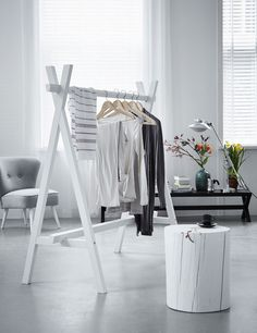vtwonen-Dresser-Kledingrek + boomstam; Love it!