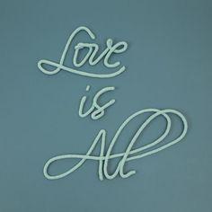 """Phrase """"Love is All"""" en laine"""