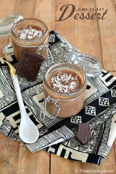 Crèmes végétaliennes au chocolat et au lait de coco : http://tomatesansgraines.blogspot.fr/2016/05/cremes-vegetaliennes-au-chocolat-et-au.html