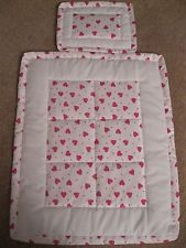 Quilted Dolls/Teddy Pram/Cot Bedding Bla Blanket - Home Decor Quilt Baby, Baby Girl Quilts, Girls Quilts, New Baby Crafts, Diy Crafts Love, Pram Sets, Baby Sheets, Crochet Baby Sandals, Diy Bebe