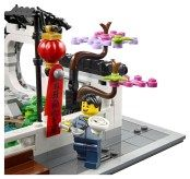 LEGO Spring Lantern Festival (80107) - happy minifigure