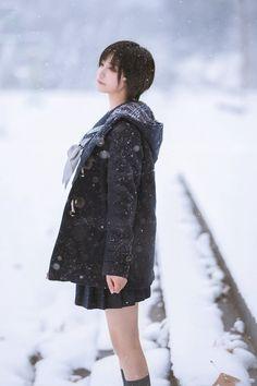 帅嘤嘤 セーラー服 制服 Human Poses Reference, Pose Reference Photo, Girl Short Hair, Short Girls, Cute Asian Girls, Cute Girls, L Lawliet, Beautiful Japanese Girl, Cute Young Girl