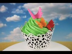 Make Edible Butterflies (Fondant or Modeling Chocolate) -- A Cupcake Addiction How To Tutorial Cupcake Icing, Cupcake Toppers, Cupcake Cakes, Modeling Chocolate, Chocolate Cake, Cupcake Videos, More Cupcakes, Cake Decorating Tools, Decorating Ideas