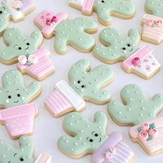 Oh goodness! Did you ever see such cute cactus cookies? Cute Cookies, Cupcake Cookies, Sugar Cookies, Cupcakes, Cookie Frosting, Royal Icing Cookies, Ballerina Cakes, Cookie Favors, Flower Cookies