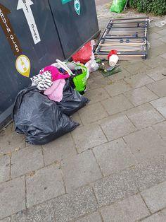 Wow dat je zelfs je bed neer gaat zetten zodat mensen niet zomaar zwerfvuil dumpen, dat is pas betrokkenheid! (... natuurlijk is dit gemeld via Buiten Beter) Foto: Ria Van de Laak