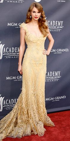The always appropriate Taylor Swift... I love the dress.. #dress #jewelexi