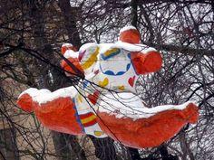 Multimediataiteilija Jemina Staalon portfolio: Niki de Saint-Phalle - osa 2: Talvi tuli Tukkiholmaan Tuli, Cindy Sherman, Scandinavian Design, Snowman, Saints, Horror, Outdoor Decor, Art, Art Background