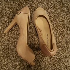 Nude Peep Toe Heels A little scuffed from moving. Cute bow in the back. Never worn. Antonio Melani. ANTONIO MELANI Shoes Heels