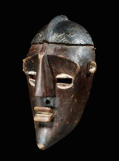 Lwalwa MASK Congo. H 35.5 cm. Provenance: Swiss private collection