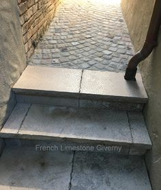 French Limestone Giverny and Cobblestone Cobblestone Walkway, Outside Storage, Limestone Flooring, Front Walkway, Ponds Backyard, Paving Stones, Walkways, Cladding, Garden Paths