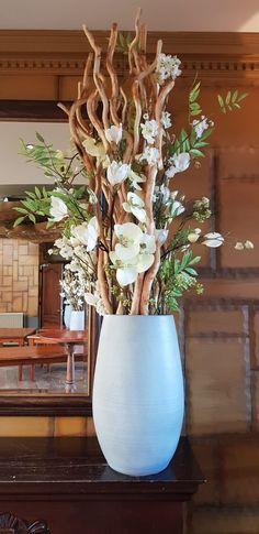 Specialist in decoraties op maat Front Office, Fall Wreaths, Planter Pots, Restaurant, Home Decor, Autumn Wreaths, Twist Restaurant, Homemade Home Decor, Diner Restaurant