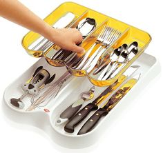 Removable cutlery tray